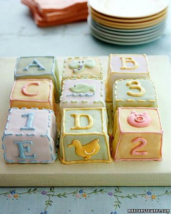 Торт на 1 годик в виде игрушечных кубиков.
