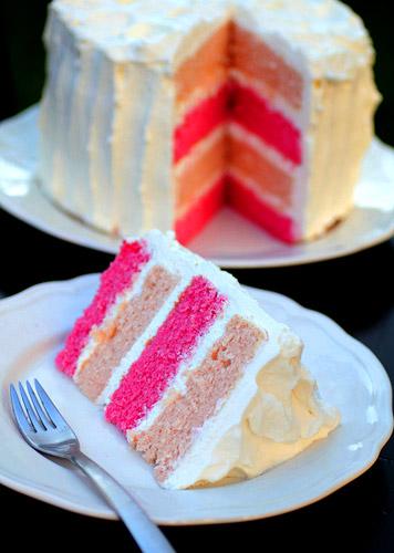 Торт с разноцветными коржами